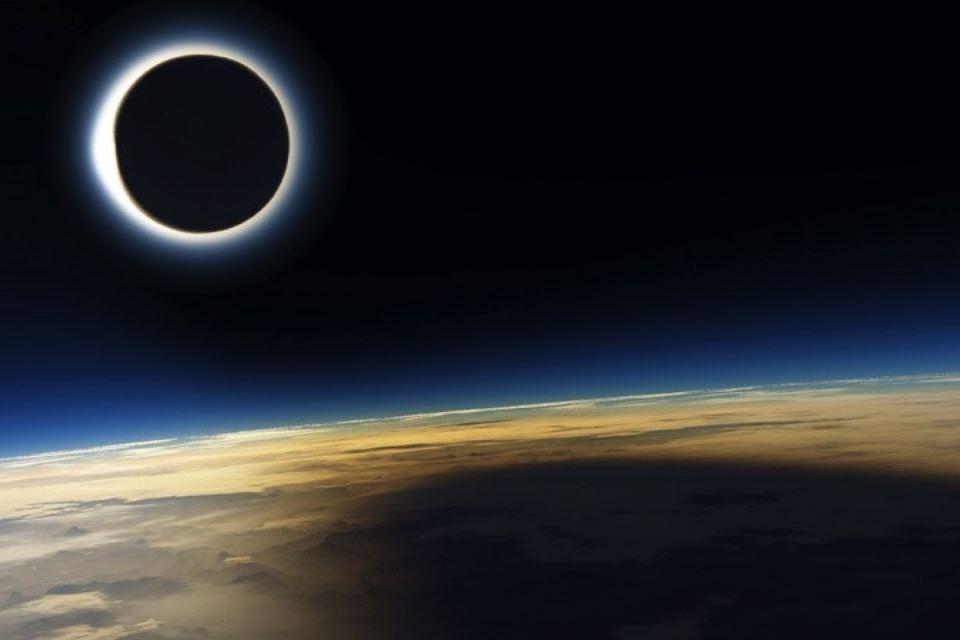 Записи с теми же метками: обычно солнечное затмение начинает происходить незадолго до новолуния.