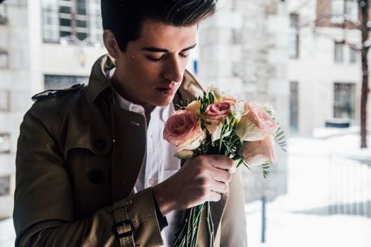 Какие цветы дарить девушке зимой
