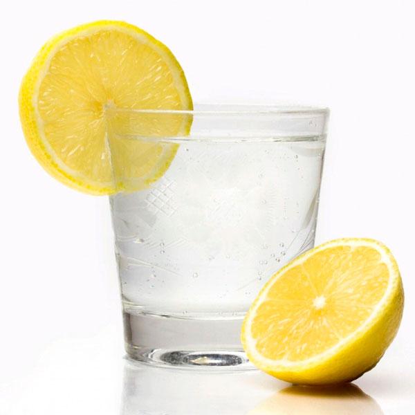 разгрузочный-день-на-воде-с-лимоном