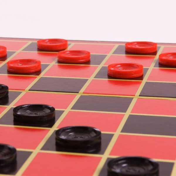 правильно играть в шашки