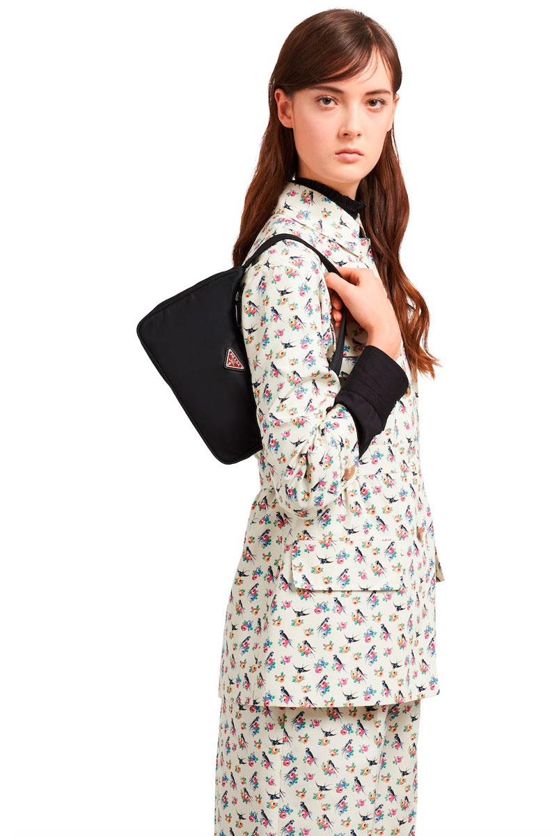 недорогую модель  стильной сумки
