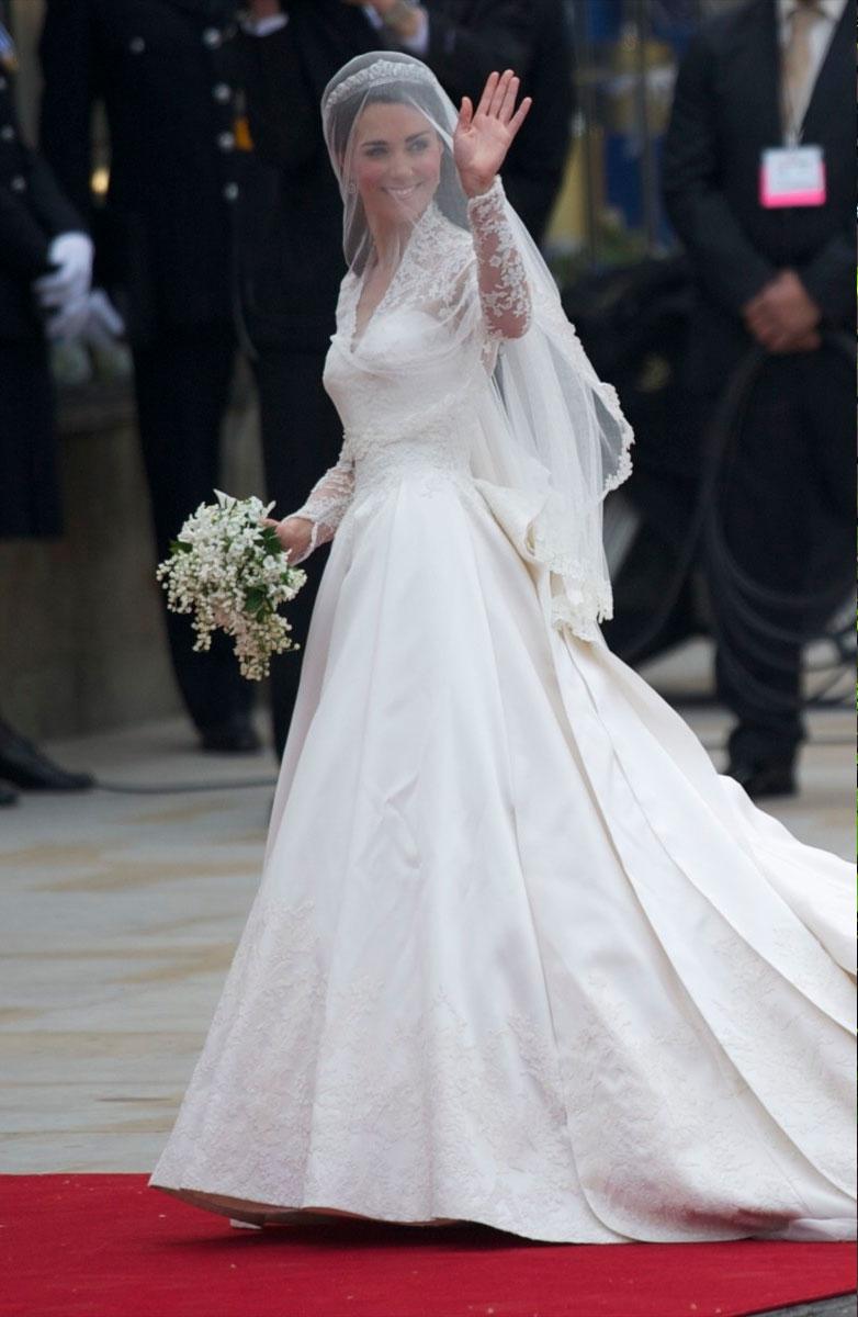 Элегантное и невероятно роскошное платье для герцогини сшила Сара Бертон, креативный директор Alexander McQueen.