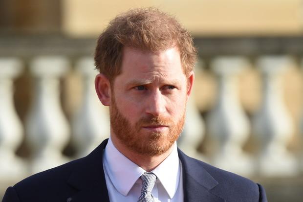 Фото №2 - Гарри прилетел в Лондон на похороны принца Филиппа