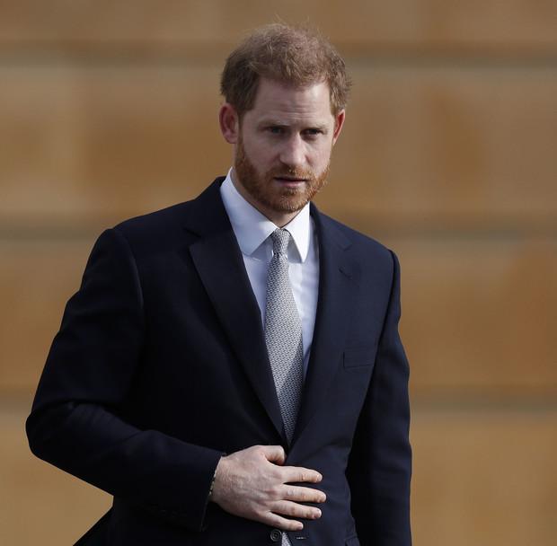 Фото №1 - Гарри прилетел в Лондон на похороны принца Филиппа